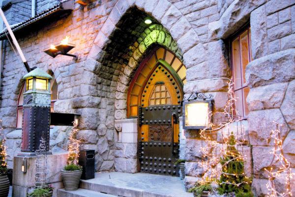 Glo Hotel Art on upea hotelli yli 100-vuotiaassa kivilinnassa keskellä Design Districtiä