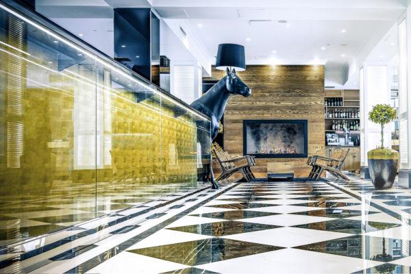 Hotel Lilla Roberts on ajaton ja moderni luksushotelli rakennuksessa, jossa toimi ennen Helsingin poliisilaitos.
