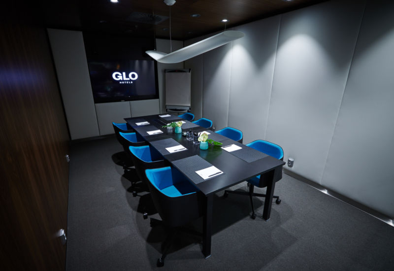 Glo Hotel Airport Meeting Room