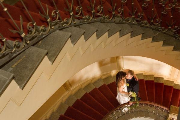 Viettäkää romanttinen viikonloppu, hääpäivä tai  muu merkkipäivä ylellisessä Hotel Kämpissä.